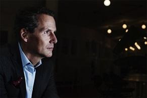 Peter Storåkers, Sergel luotonhallinan  toimitusjohtaja.